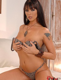 Wild Simony Diamond spreading her magically delicious snatch