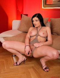 Sexy naked young babe Baby Nicole toying her trimmed pussy